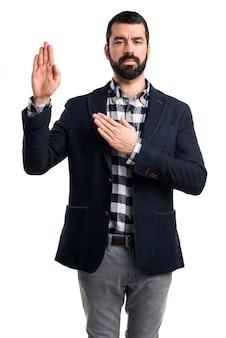Homem, fazendo, juramento
