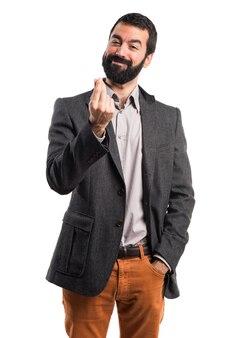 Homem fazendo um gesto de dinheiro