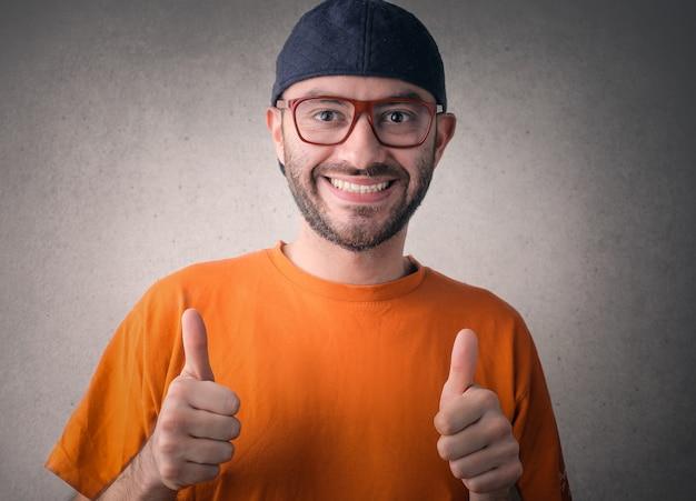 Homem feliz, mostrando, ok