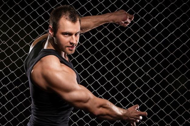 Homem forte e seus músculos