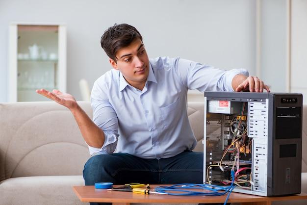 Homem frustrado com computador pc quebrado