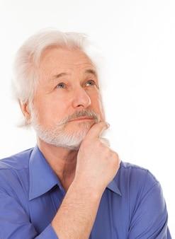 Homem idoso bonito pensativo