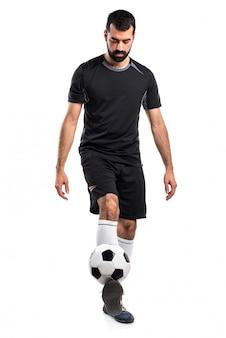 Homem jogando futebol