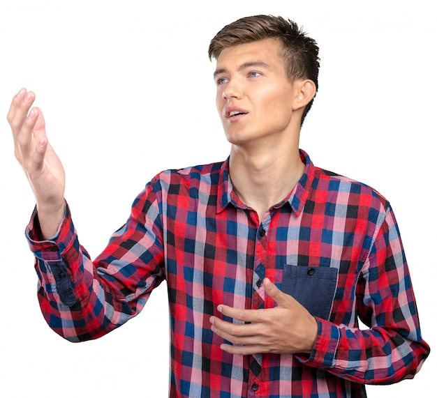 Homem jovem, cantando