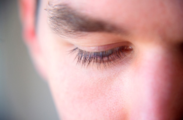 Homem jovem, close-up