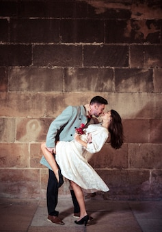 Homem jovem, dançar, com, bonito, mulher, em, rua