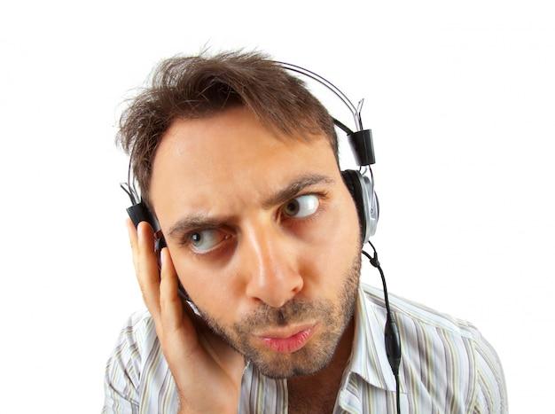 Homem jovem, escutar música