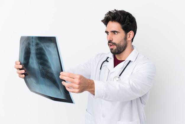 Homem jovem médico