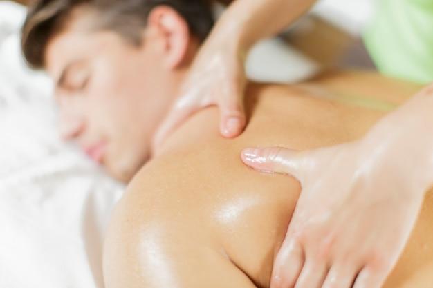 Homem jovem, tendo, um, massagem