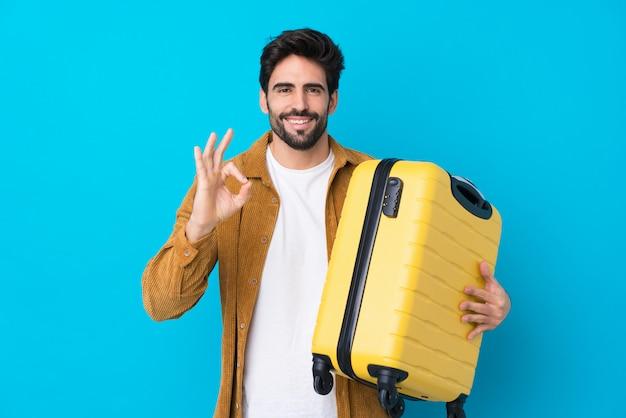 Homem jovem viajante