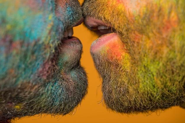 Homem, lábios, coletado, beijando