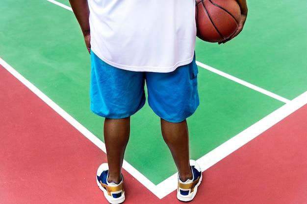 Homem, ligado, um, quadra basquetebol
