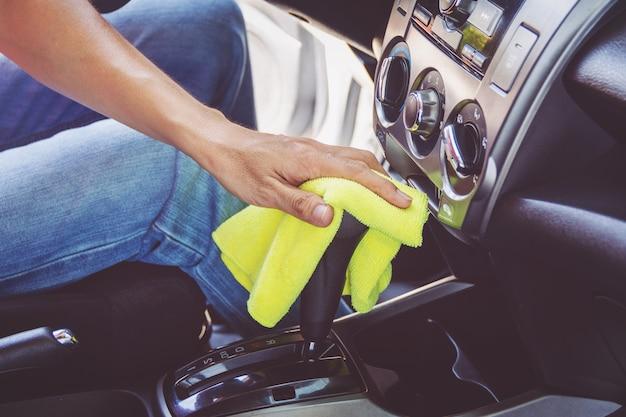 Homem, limpeza, car, com, microfibra, pano