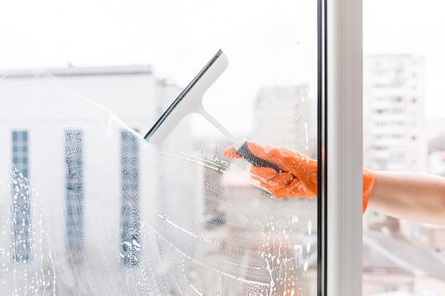Homem, limpeza, janelas