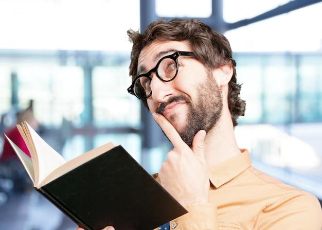 Homem louco com expressão book.funny