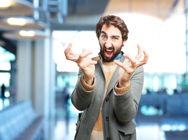 Homem louco expressão de raiva