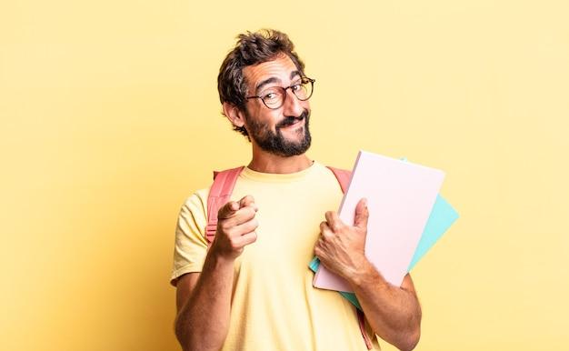 Homem louco expressivo apontando para a câmera escolhendo você. conceito de estudante adulto