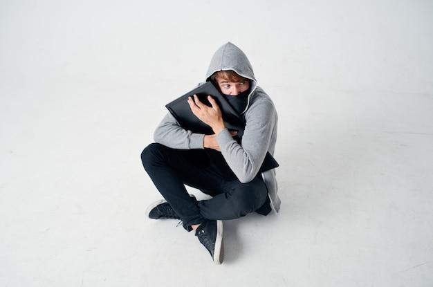 Homem mascarado crime anonimato cautela balaclava estilo de vida