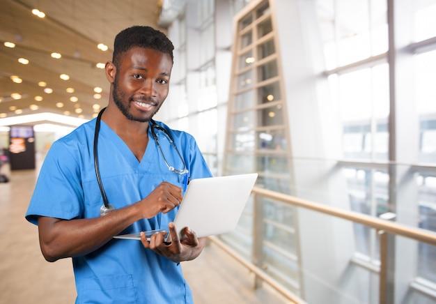 Homem médico americano africano