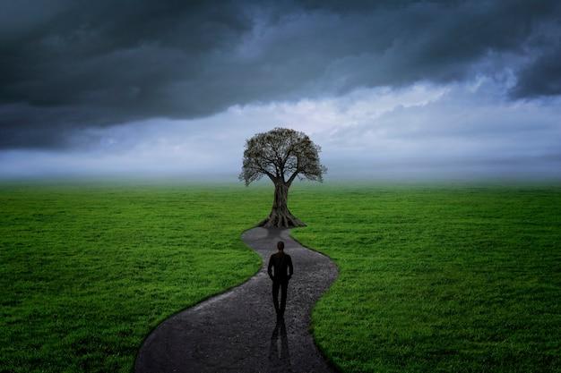 Homem meditando e pensando em tomar decisões