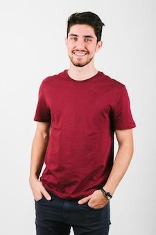Homem moderno brunet bonito com cerdas
