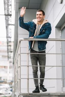 Homem moderno, escadas