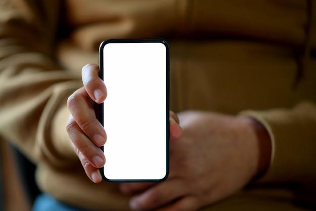 Homem, mostrando, em branco, tela, móvel, smartphone