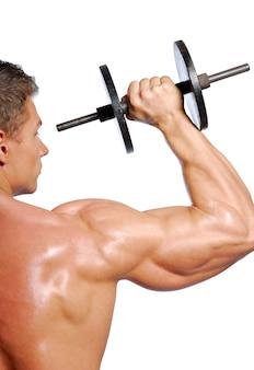 Homem mostrando exercícios esportivos. isolado no branco.
