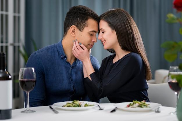 Homem mulher, amando um ao outro