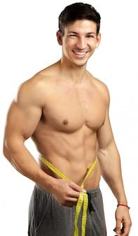 Homem musculoso isolado no branco