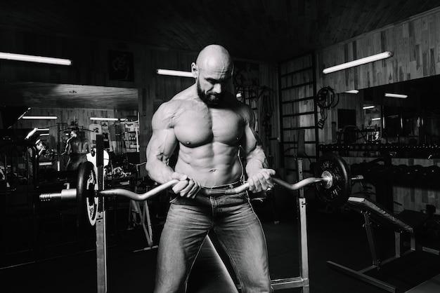 Homem musculoso, segurando, pesado, barbell