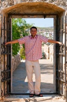 Homem na porta