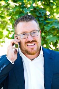 Homem negócio, falando, telefone