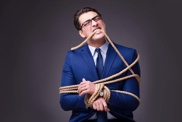 Homem negócios, amarrado, com, corda