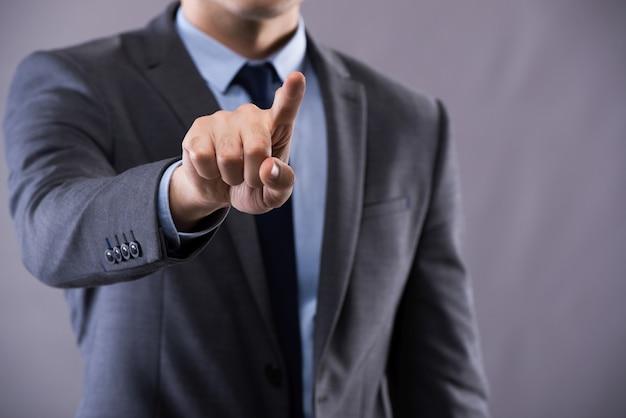 Homem negócios, apertando, botões