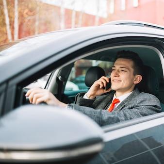 Homem negócios, chamando