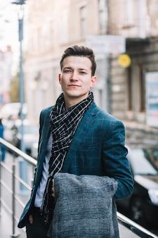 Homem negócios, com, casaco