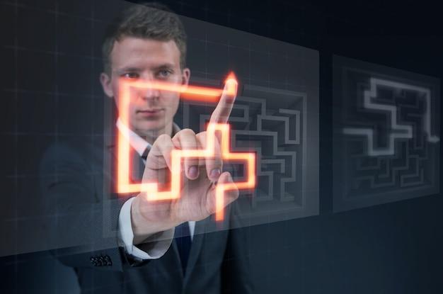 Homem negócios, com, labirinto, em, difícil, situações, conceito