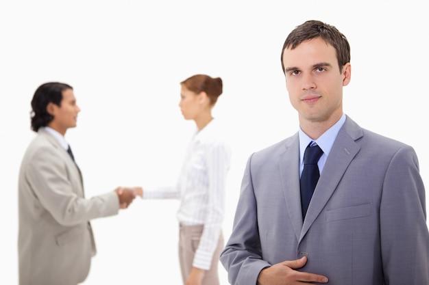 Homem negócios, com, mão, agitação, colegas, ele