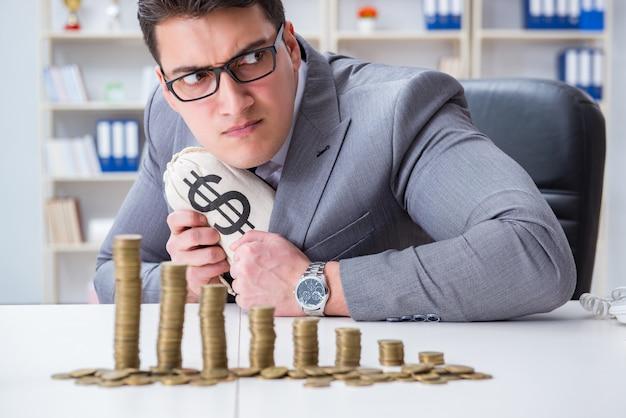 Homem negócios, com, moedas douradas