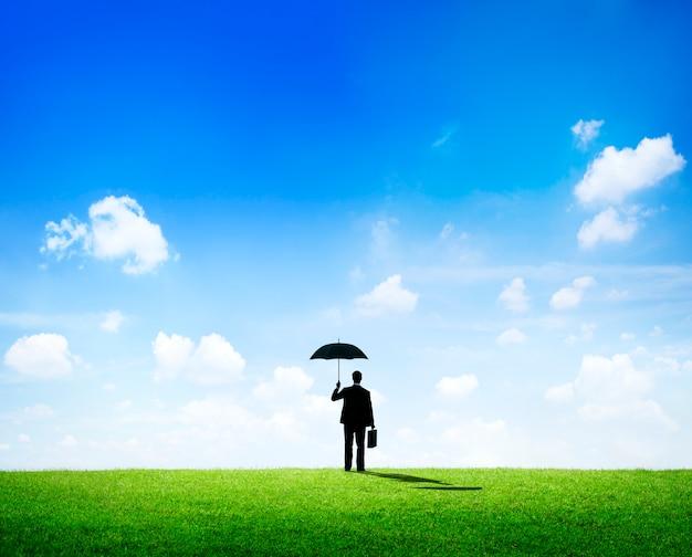 Homem negócios, com, um, guarda-chuva