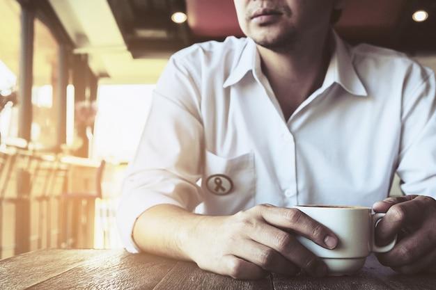 Homem negócios, em, um, loja café