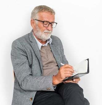 Homem negócios, escrita, caderno, leitura, jornal, conceito