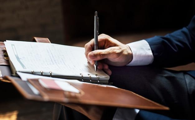 Homem negócios, escrita, nota