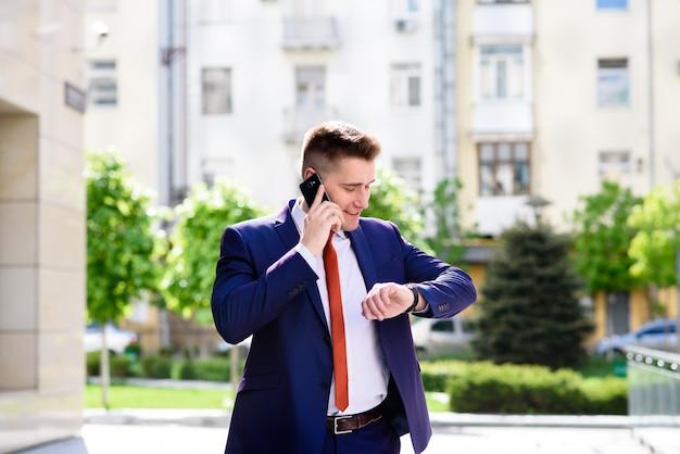 Homem negócios, falando, telefone