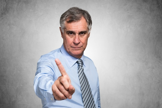 Homem negócios, fazer, não, sinal, com, seu, dedo