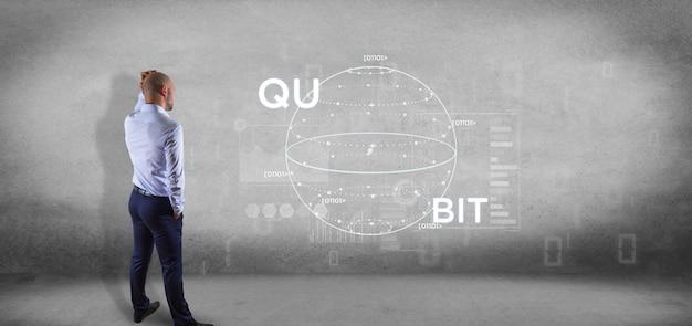 Homem negócios, frente, um, parede, com, quântico, computando, conceito, com, qubit, ícone, 3d, fazendo
