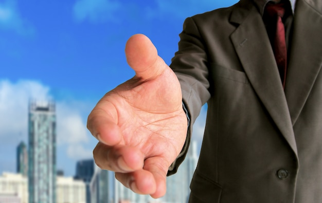 Homem negócios, mostrando, gesto, aperto mão