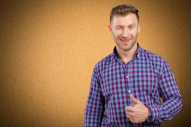 Homem negócios, mostrando, polegares cima, sinal