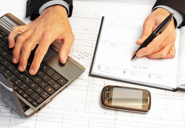 Homem negócios, planeando, seu, trabalho